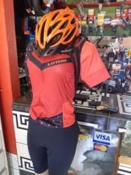Camisa e bermuda de ciclismo