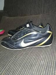 Chuteira Nike Preta. R$ 50