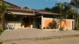 Casa com piscina na praia de Peruíbe. Ano Novo disponível