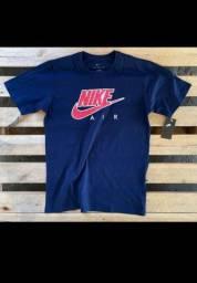 Diversas camisas Nike e Adidas