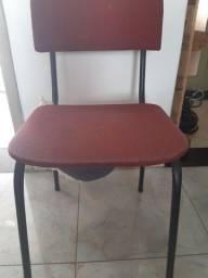 Vendo cadeira usada ferro e madeira cor vermelha