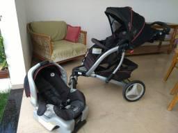 Carrinho de bebê e bebê conforto Graco sem igual.