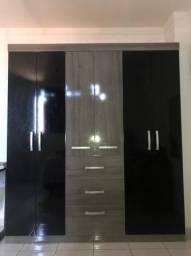 Guarda-roupas com 6 portas e 3 gavetas
