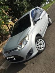 Ford Fiesta Zetec Rocam 1.0 COMPLETO