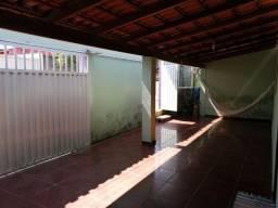 Casa em Araxá com 03 quartos no Boa Vista
