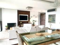 Casa á venda com 4 dormitórios sendo 2 suítes na Praia da Costeira.