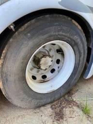 Roda de ferro com pneu 295/80/22,5