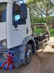 Caminhão  poliguindaste duplo entulho