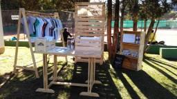 Móveis Stand de Madeira - Exposição e Venda de Produtos - Arara, mesa, painel, caixas