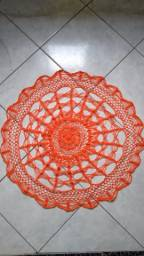 Vendo um lindo tapete de crochê coral tamanho 60cm por 40,00