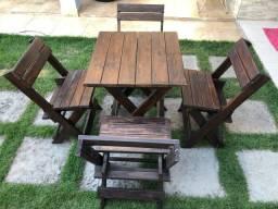 Mesa de bar com 4 cadeiras em madeira