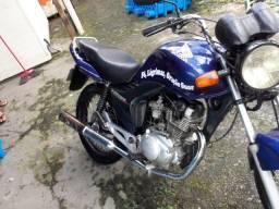 Troco minha moto mas 1000$ em uma moto melhor e em dias . - 2010