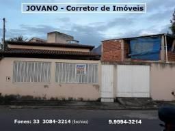 (R$148.000) Casa c/ 02 Quartos na divisa dos Bairros: JK2 c/ Jardim Alice