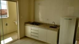 Apartamento de 2 quartos, semi mobiliado, com garagem, com água e net, não tem condomínio