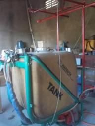 Pulverizador Hatsuta 400 L, revisado