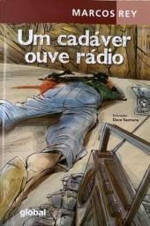 Livro ?Um Cadáver Ouve Rádio?