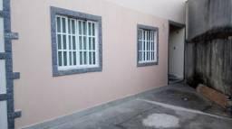 Alugo casa com 1 quarto em condomìnio próximo a rua Bangu Rio das Ostras