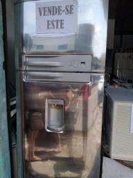 Vendo essa geladeira da Eletrolux modelo DC49X