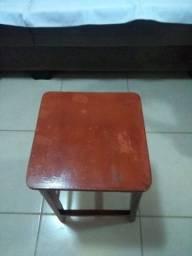 Tamborretes em madeira e assento em MDF 1.5 CM , 46 CM de altura e  28 quadrado de assento