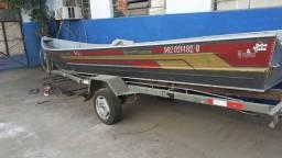 Barco, carreta e motor