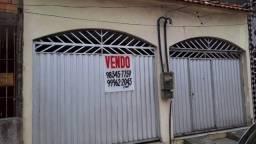 Casa térrea no CDP, na Rua Rio Amazonas ônibus na porta