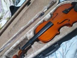 Violino na caixa completo e espaleira na caixa nunca usados.