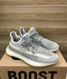 Tênis Adidas Yeezy Boost V2