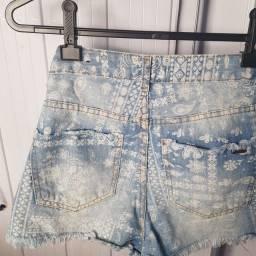 Short jeans com detalhes