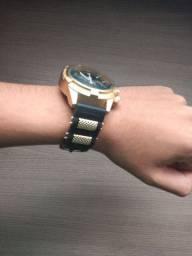 Relógio preto e dourado - Orizon
