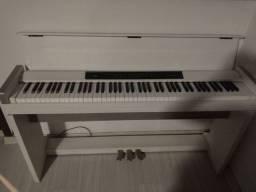 Piano Korg LP350  R$ 5.200,00