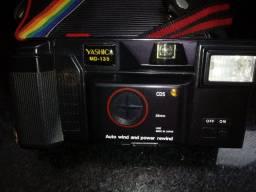 Máquina fotográfica Yashica MD 135