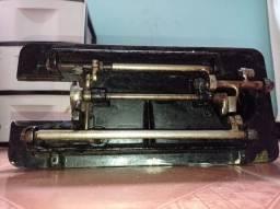Vendo máquina de costura muito antiga