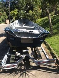 Barco de alumínio com carreta