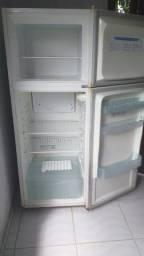 Vendo geladeira usada congelador separado