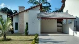 Casa Térrea com 200m², 03 Suítes, Sala c/ Lareira, 04 Vagas de Garagem