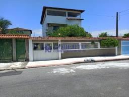 Linda casa com quintal no centro de Nova Almeida