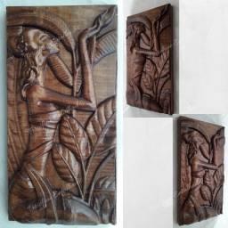 Mulher africana entalhada em madeira