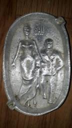 Cinzeiro em metal.