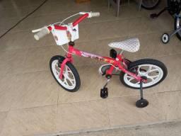 Vendo uma bicicleta aro 14 menina