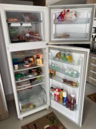 Vendo urgente Geladeira, fogão e microondas.