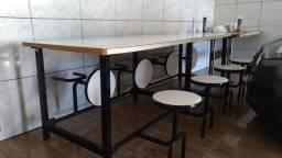 Mesa com bancos retráteis usada