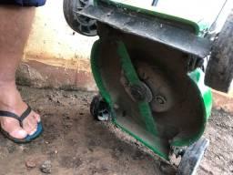 Roçadeira de grama elétrica