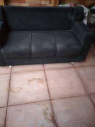 Sofa preto trez lugares