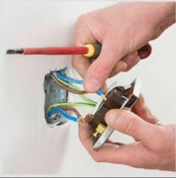 Eletricista, Formado e Capacitado *