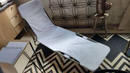 Espreguiçadeira branca usada