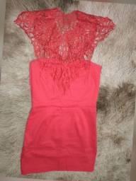 Vestido vermelho com guipir