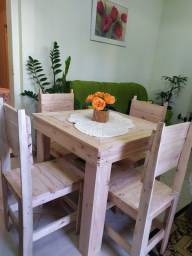 Conjunto mesa e 4 cadeiras de pallet