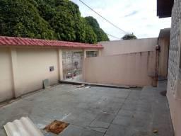 Alugo Casa no Dom Pedro com 4 quartos sendo 1 suíte.