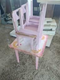 Mesinha infantil com cadeiras