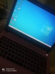 Nootbook com Defeito no teclado e listra verde na tela